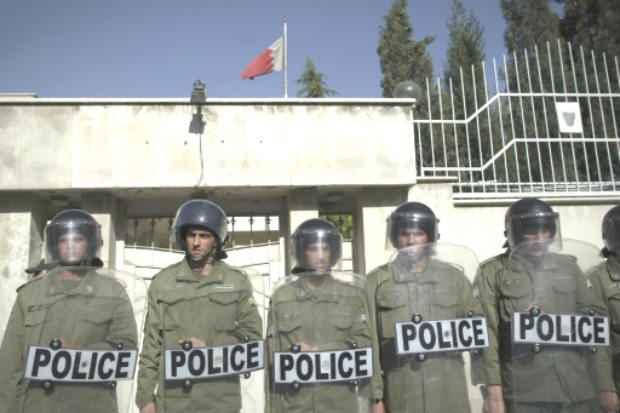 Polícia iraniana postada diante da embaixada do Baherein em Teerã. Foto: AFP/Arquivos Behrouz Mehri
