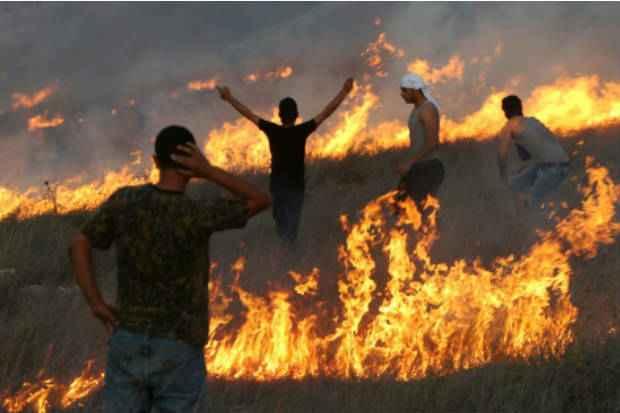Israelenses e palestinos entram em confronto, em Burin, Cisjordânia, hoje, deixando mortos e feridos. Foto: AFP JAAFAR ASHTIYEH