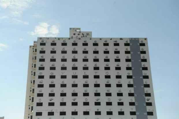 Construção de empreendimento hoteleiro de 15 andares está parada. Abandono do prédio ocorreu após adiamento das obras do Complexo Petroquímico do Rio de Janeiro (Comperj). Foto: Tânia Rêgo/Agência Brasil