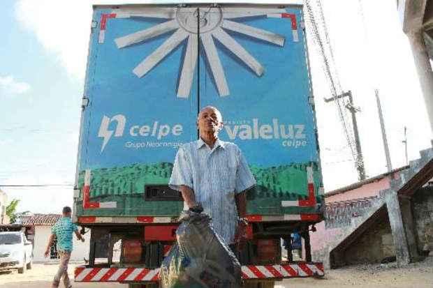 José Soares consegue zerar conta de luz com bônus que tem em troca de recicláveis. Foto: Brenda Alcantara/Esp DP/D.A Pres