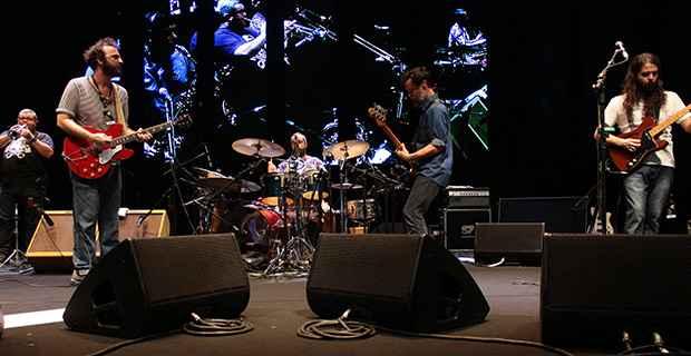 Os integrantes do Los Hermanos falaram pouco, mas tocaram durante duas horas. Foto: Brenda Alcântara/DP/DA Press