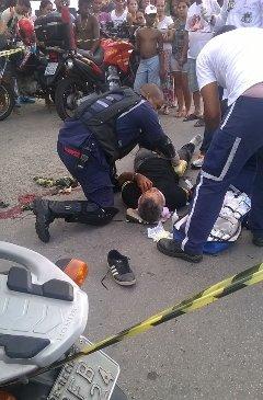 Motoqueiro recebeu primeiros socorros no local e foi hospitalizado. Foto: Esdras Moto Táxi/WhatsApp