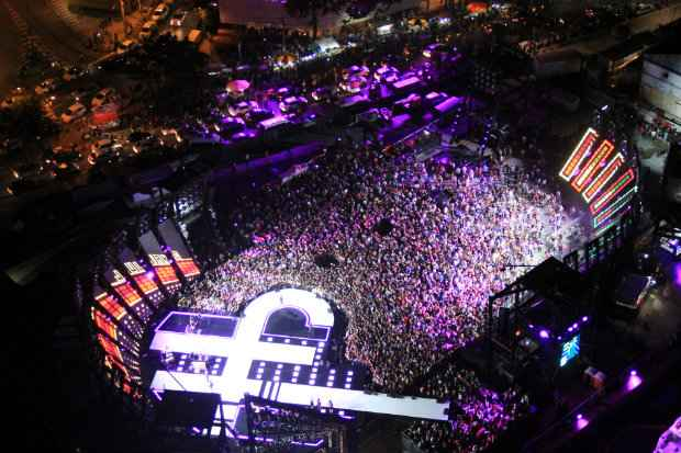 Dupla grava DVD em estrutura montada no Parador Itaipava para 4 mil pessoas. Foto: Luiz Fabiano/Divulgação
