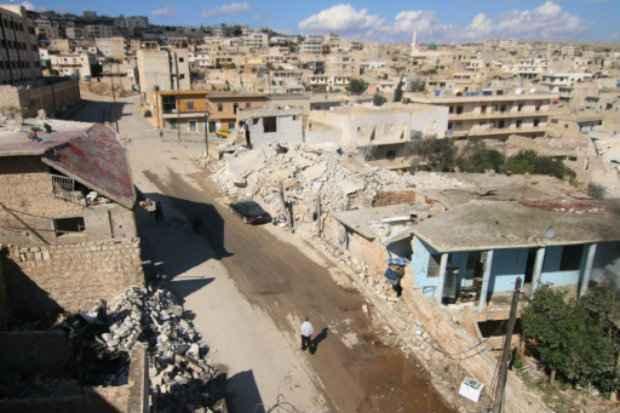 Edifícios danificados em Darat Azzah, a oeste de Aleppo, em 7 de outubro de 2015. (Foto: Fadi Al-Halabi/AFP Photo)
