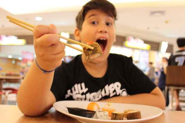Para Luiz Henrique, de 10 anos, cardápio infantil de restaurantes não é atrativo.Foto: Brenda Alcantara/Esp.DP/D.A Press