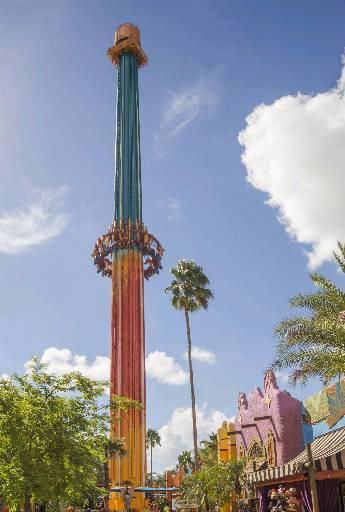 Falcon's Fury tem nada menos que 108 metros de altura. Quem brinca, vai cair em queda livre em segundos (Seaworld/Divulgação)