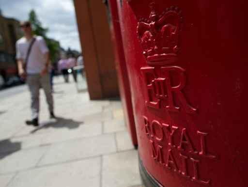 Uma caixa postal da Royal Mail é vista em uma rua de Londres. Foto: Andrew Cowie/AFP