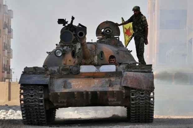 Combatentes das Unidades de Proteção do Povo (YPG), curdas, na cidade de Hasakeh, nordeste da Síria, em 2 de agosto. Foto: Delil Souleiman/AFP/Arquivos
