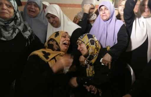 Palestinos no funeral de Mahmud Homaida, morto por soldados israelenses na fronteira com a Faixa de Gaza Fto: Mahmud Hams/AFP