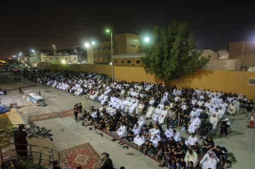 Fiéis xiitas reunidos na cidade de Qatif em 16 de outubro Foto: Hussein Radwan/AFP