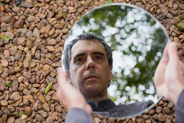 Confinado com a esposa em apartamento em Nova York, ou em meditação na Índia, Arnaldo Antunes compôs 25 faixas. Foto: Divulgação