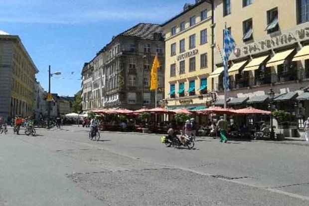 Centro Histórico parece uma cidade interiorana, repleto de pequenas ruas e comércio (Teresa Caram/EM/D.A PRESS)