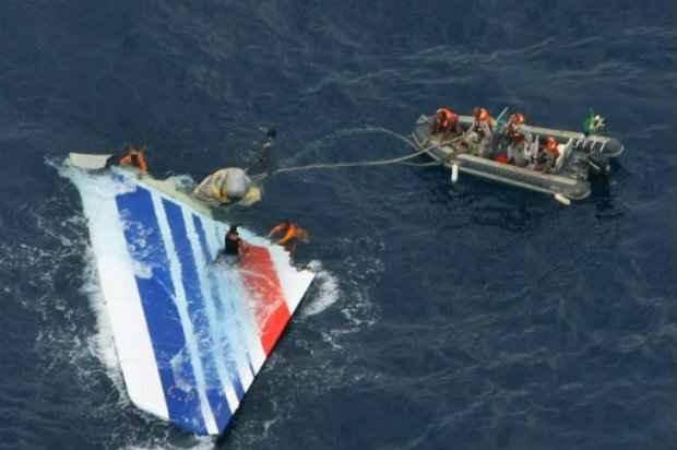 [Internacional] Air France e famílias de vítimas questionam investigação sobre voo Rio-Paris 20151020143602592476o