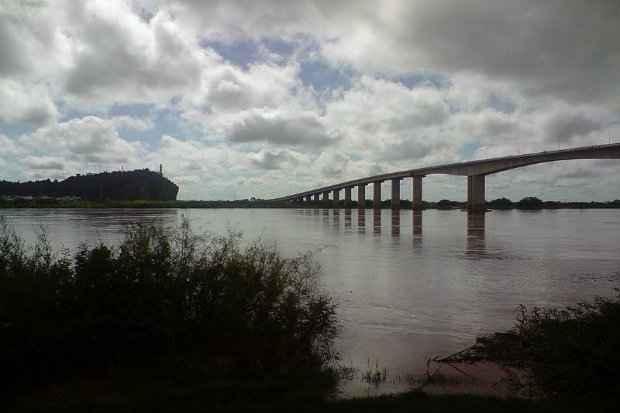 Ponte Gercino Coelho, sobre o rio São Francisco. (Foto: Domínio público)