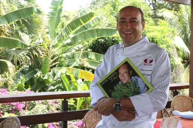 Restaurante Oficina do Sabor, comandado pelo chef César Santos (foto), é um dos que recebem convidados durante o festival. Foto: Julio Jacobina/DP/D.A Press