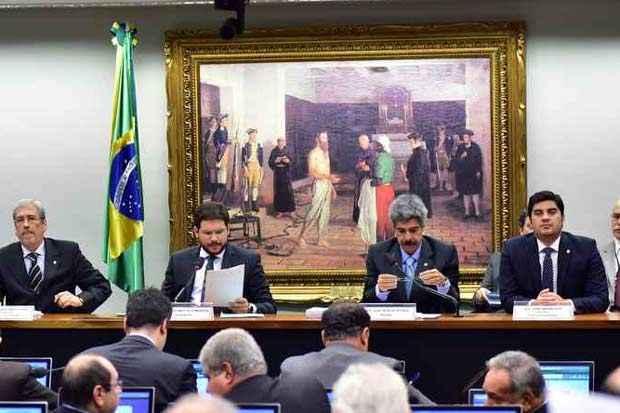 Trabalhos da CPI da Petrobras foram encerrados na madrugada de ontem, após a aprovação do relatório de 754 páginas. Foto: Zeca Ribeiro/Câmara dos Deputados