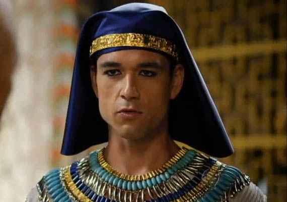 Faraó é castigado após se negar a libertar hebreus do Egito. Foto: Record/Divulgação