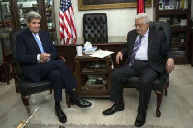 O secretário de Estado norte-americano, John Kerry, reuniu-se em Amã com o presidente palestino, Mahmoud Abbas, em 24 de outubro de 2015. Foto: POOL/AFP CARLO ALLEGRI