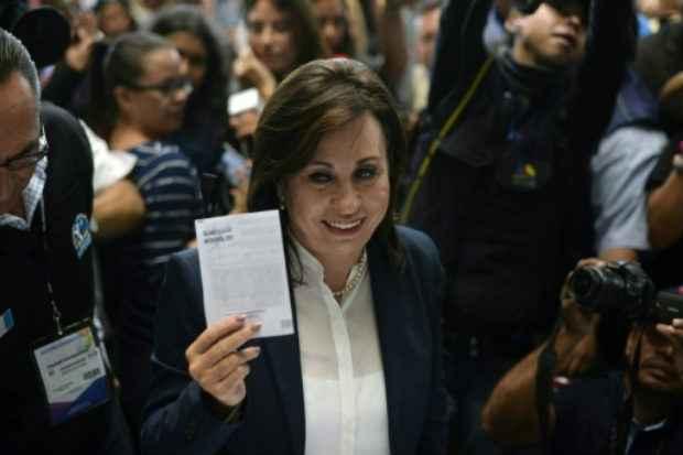 A candidata à presidência da Guatemala Sandra Torres, ex-primeira-dama socialdemocrata, votando na Cidade da Guatemala, no dia 25 de outubro de 2015. Crédito: Johan Ordonez/AFP