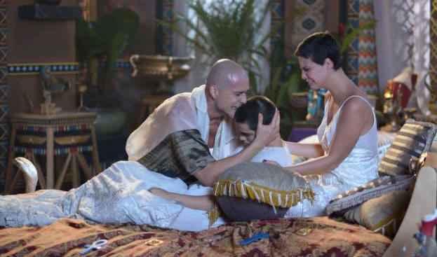 Depois da morte do filho, Ramsés liberta escravos. Foto: Record/Reprodução