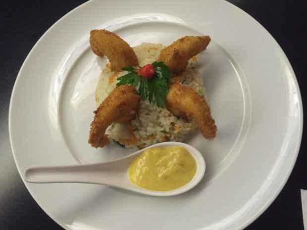 Nas duas unidades do Eki, um dos destaques é o Summer - camarões empanados com arroz à jardineira.