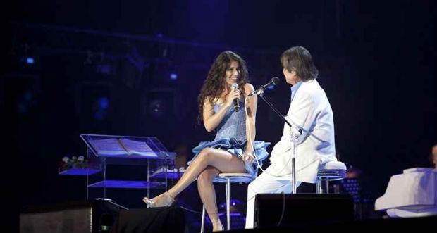 Roberto Carlos e Paula Fernandes. Foto: Juliana Coutnho/TV Globo/Reprodução