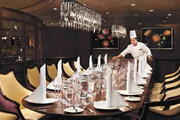Um dos salões de jantar do Splendour Of Seas, que estará na temporada de cruzeiros no Brasil (foto: Abremar/Divulgação)