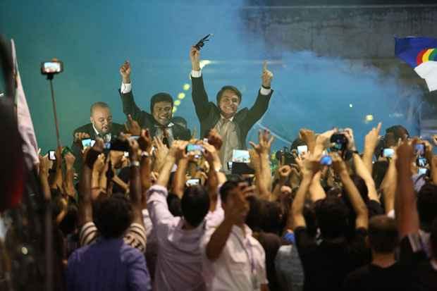 """Quando questionado sobre a cassação do mandato de Eduardo Cunha, Bolsonaro desconversou: """"Depois a gente conversa"""". Foto: Hesíodo Góes/Esp DP/D.A Press"""