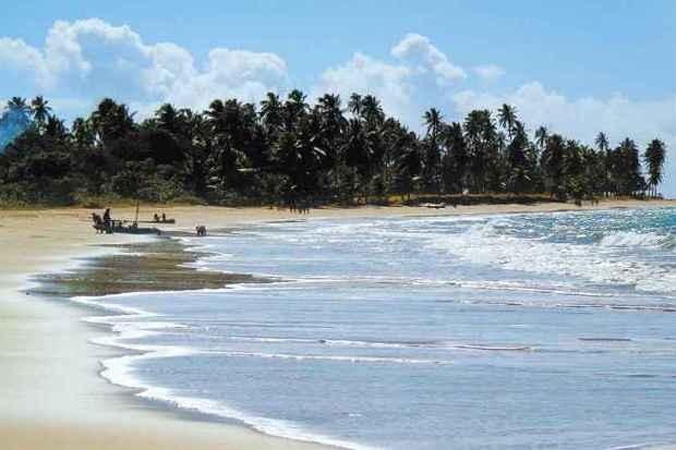 Praia de Ipioca, em Maceió, é um deleite para turistas com suas águas mornas e cristalinas (foto: Flávia Ayer/EM/DA Press)
