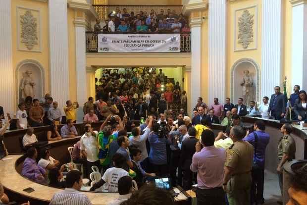 Deputado Jair Bolsonaro foi bastante aplaudido. Foto: Tércio Amaral/DP/D.A. Press
