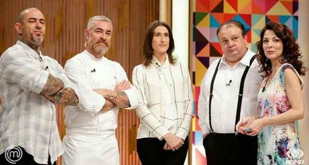 Henrique Fogaça, Alex Atala, Paola Carosella, Erick Jacquin e Ana Paula Padrão acompanham o desempenho dos pequenos