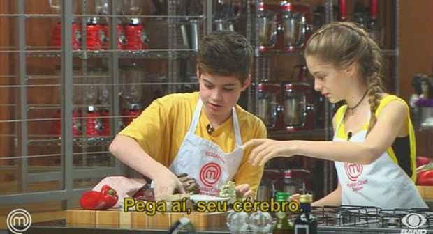 Eduardo e Valentina sempre se ajudando: o amor está no ar?