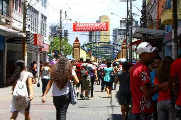 Feriado de 15 de Novembro terá lojas do comércio de rua e shoppings funcionando normalmente na RMR. Foto: Lais Telles/Esp DP/D.A Press
