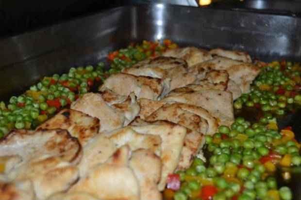 Frango com ervilhas é uma das opções do menu light. Foto: Maíra Passos/ Divulgação