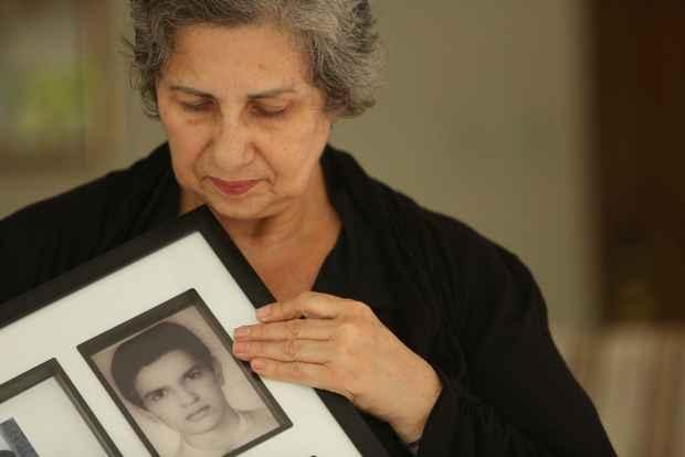 Amparo Araújo tem uma história de vida cercada de perdas de amigos e parentes. Foto: Hesiodo Goes/DP/D.A. Press
