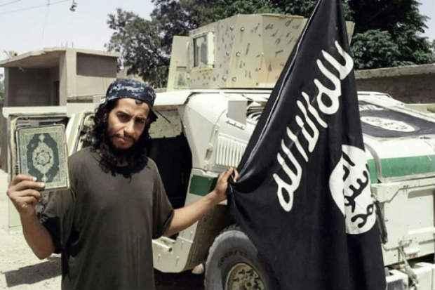 Abdelhamid Abaaoud, membro ativo do grupo Estado Islâmico, considerado o mentor dos ataques terroristas em Paris. Foto: DABIQ/AFP/Arquivos