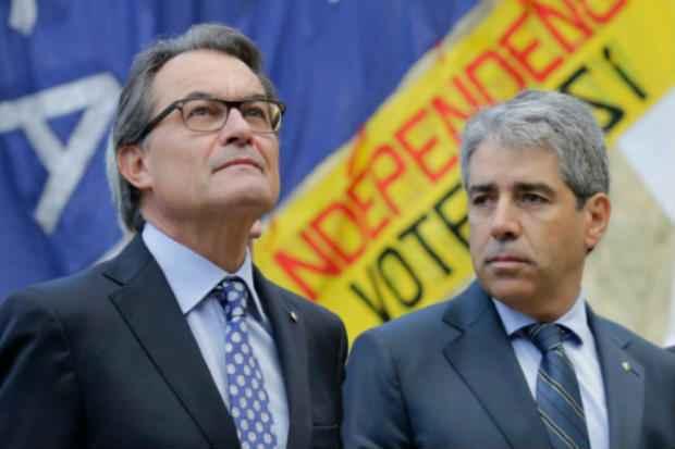 Líder catlão Francesc Homs (D) reconheceu que não tem apoio para declarar independência da Espanha. Foto: AFP/Arquivos PAU BARRENA