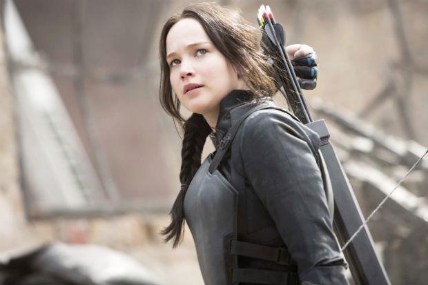 Jennifer Lawrence como Katniss em cena de Jogos Vorazes: A Esperança - O Final. Foto: Paris Filmes/Divulgação