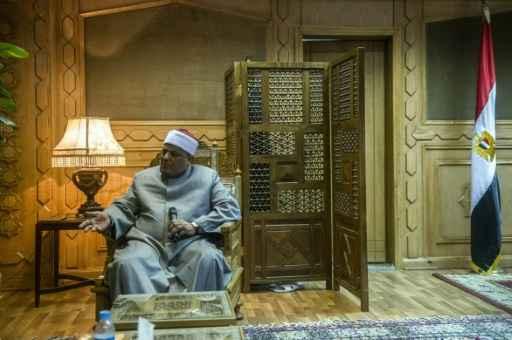 O número dois do instituto egípcio de Al-Azhar, Abas Shoman, concede uma entrevista à AFP no Cairo © AFP Jaled Desuki