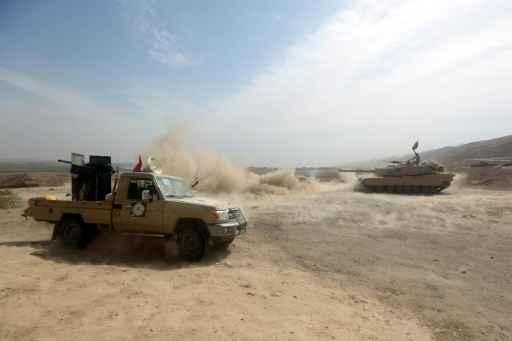 (Outubro) Tanque do Exército dispara contra posições do Estado Islâmico no Iraque © AFP Ahmad Al-Rubaye