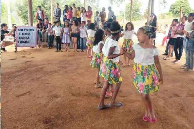 Escolas locais trabalham danças e cantigas com as crianças para manter vivas as tradições culturais (foto: Fotos: Elizabeth Colares/EM/D.A Press)