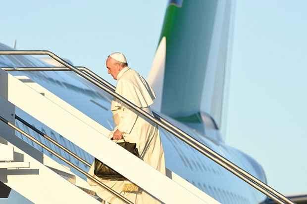 O papa Francisco embarca no aeroporto internacional de Fiumicino, Roma. Foto: Andreas Solaro/AFP photo