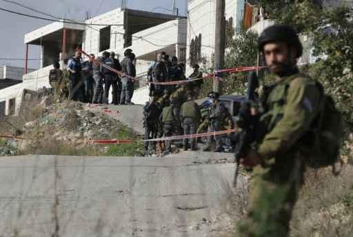 Forças de segurança israelenses guardam local do ataque, em Beit Omar, perto de Hebron. Foto: Hazem Bader/AFP