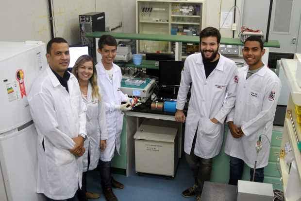 Equipe da Fio cruz Pernambuco na UFPE, desenvolveu um método novo e mais eficiente e menos invasivo do que os exames existentes atualmente. Fotos: Julio Jacobina/DP/D.A. Press