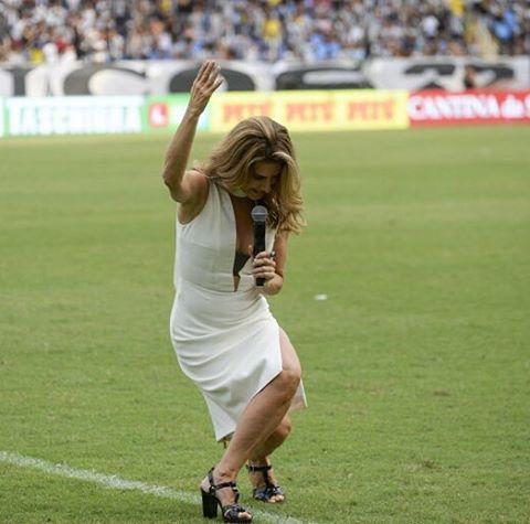 A atriz foi convidada pelo clube para entregar a premiação aos jogadores. Foto: Reprodução/Instagram