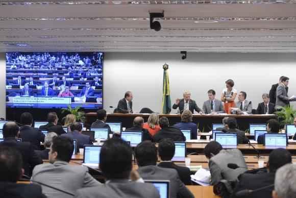 O pedido de revisão dos valores acabou gerando impasses na última reunião da CMO, no dia 26, e adiou a votação do relatório do senador Acir Gurgacz. Foto: Arquivo/Valter Campanato/Agência Brasil