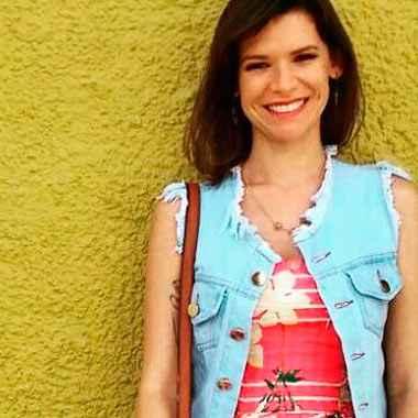 Com sete semanas de gestação, Ângela Medeiros mudou totalmente sua rotina e comprou calças e blusas de mangas compridas, de malha fina para aguentar o calor protegida. Foto: Arquivo pessoal