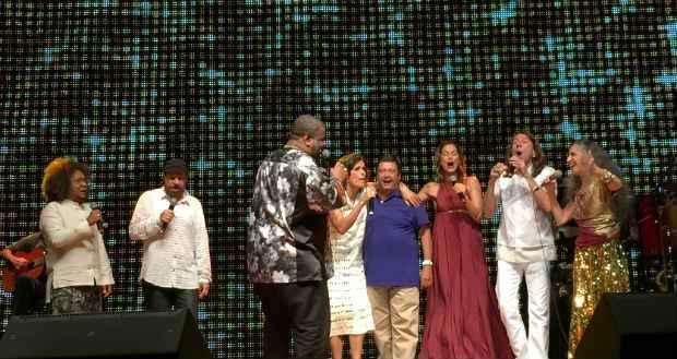 Na despedida, todos cantaram juntos. Foto: Luiza Maia/DP/D.A. Press