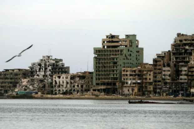 Prédios destruídos na cidade de Bengasi, Líbia, após conflitos entre poderes na Líbia. Foto: AFP ABDULLAH DOMA