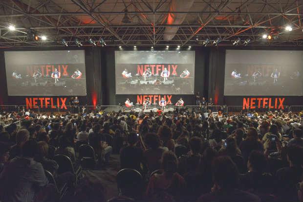 Painel do Netflix parecia partida de futebol com 2,3 mil torcedores, na Comic Con XP. Foto: Daniel Deak/Divulgação